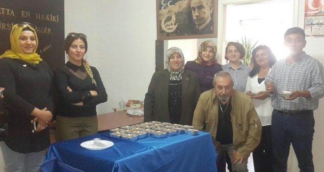 MHP'li kadınlar basın mensuplarına aşure ikram etti