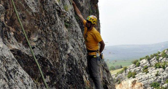 Milli dağcı, doğa tahribatı için tırmandı