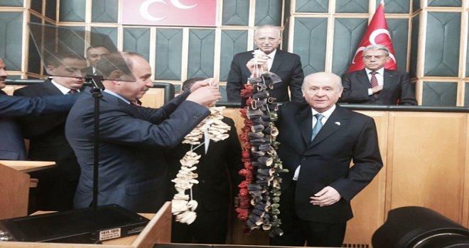 Oğuzeli Belediye Başkanı Kılıç'tan Bahçeli'ye sürpriz hediye