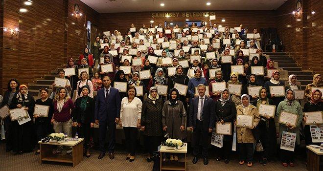 Şahinbey'de 141 kursiyer daha sertifikalarını aldı