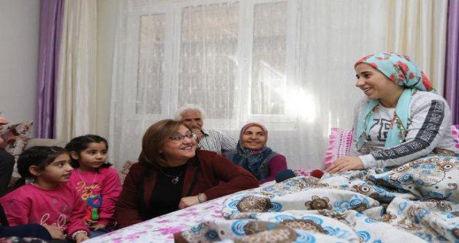 Şahin'den Şiddet mağduru kadına belediyeden avukat