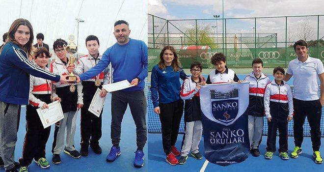 SANKO Okulları Küçük Erkek Tenis Takımı il birincisi