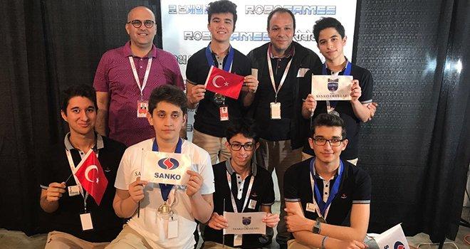Sanko okullarından 'ROBOGAMES' Robot yarışması