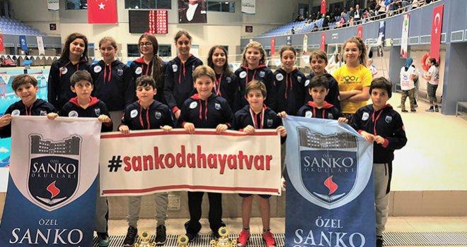Sankolu yüzücüler 3 kupa 30 madalya kazandılar