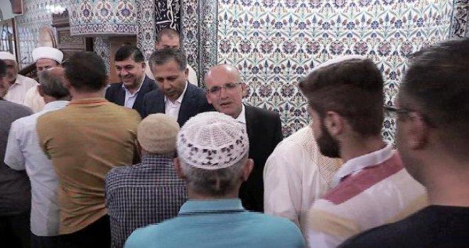Şimşek, Gaziantep'te bayram namazı kıldı