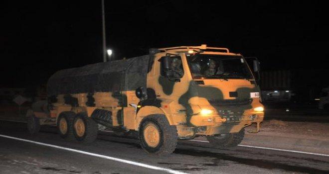 Suriye sınırına askeri araç sevkiyatı sürüyor