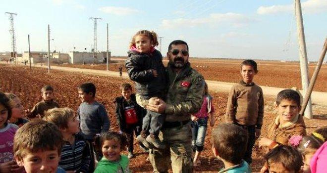 Suriye'de çocukların Türk polis sevgisi