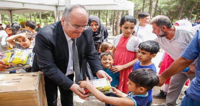 Suriyeli yetim çocuklar moral buldu
