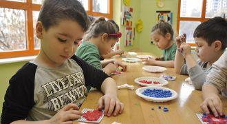 GKV'li minikler mozaik yapmayı öğreniyor