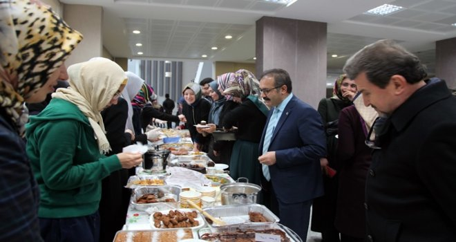 Tıp Fakültesi öğrencilerinden Halep halkı için kermes