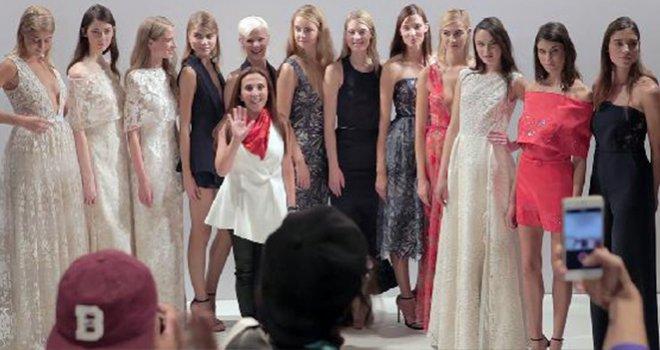 Türk Modacı Londra'da Moda Haftası'nda Göz Kamaştırdı