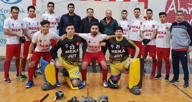 Türkiye Süper Liginde Polisgücü Erkeklerle Sürüyor