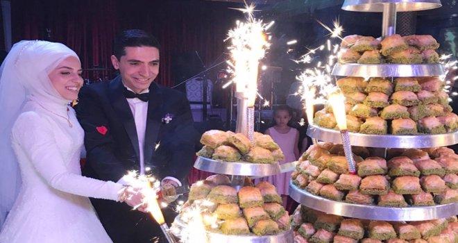 Gaziantepli ünlü baklavacıya muhteşem düğün